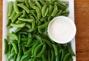Sugar Snap Peas with Yogurt Dip