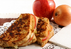 Grilled Cheese with Apple, Gouda, and Caramelized Onion